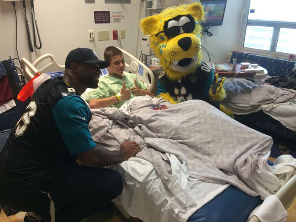 Marcedes Lewis and Jaguars mascot Jaxson de Ville play Santa for Wolfson Children's Hospital patients